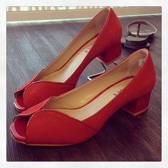 Bom Dia Koquinas! Uma ótima semana pra vocês. Que tal começar usando vermelho? #koquini #sapatilhas #euquero #peeptoe Compre o seu aqui: http://koqu.in/1htZDca