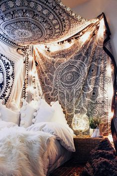 40 besten Tapisserie Schlafzimmer Ideen mit Bohemian Vibes 40 best tapestry bedroom ideas with bohem Hippy Bedroom, Bohemian Bedroom Decor, Boho Room, Hippie Apartment Decor, Hippie Home Decor, Boho Decor, Room Ideas Bedroom, Cozy Bedroom, Home Decor Bedroom