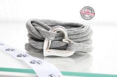 Armband gewickelt Stoff grau mit Liebe & Doppel – Herz in silber Wickelarmband für Frauen  http://www.andreatraub.com/shop/armband-gewickelt-stoff-grau-mit-doppel-herz-in-silber/