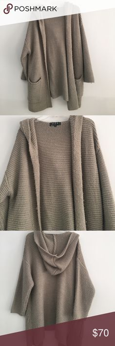 Huge Comfy Sweater Great condition never worn Boarders Sweaters Shrugs & Ponchos
