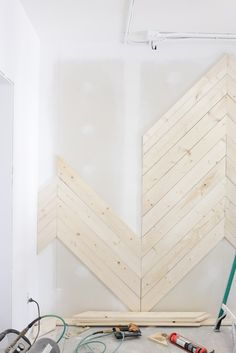 This week in episode 4 I& talking about our chevron wood wall, some of the ., Diy And Crafts, This week in episode 4 I& talking about our chevron wood wall, some of the progress we& made and all the details for this DIY project with . Diy Wand, Diy Wood Wall, Wooden Walls, Wood Wall Design, Herringbone Wall, Estilo Interior, Wall Trim, Plank Walls, Ship Lap Walls