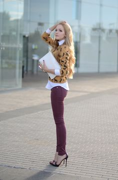 Mustard and Wine-love the color combo (burgundy pants, white shirt) Fall Fashion Trends, Love Fashion, Style Fashion, Fashion Outfits, Burgundy Jeans Outfit, Skinny, Asos, Mode Style, Color Combos