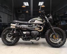 Triumph Street Scrambler, Triumph Bikes, Scrambler Motorcycle, Cool Motorcycles, Bike Design, Bike Life, Custom Bikes, Cool Bikes, Car Show