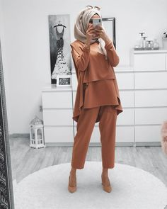 Muslim Fashion 842736149005564256 - Image may contain: one or more people and people standing Source by Hijab Style Dress, Hijab Chic, Hijab Outfit, Muslim Women Fashion, Modest Fashion, Fashion Pants, Fashion Outfits, Stylish Dresses For Girls, Pakistani Fashion Casual