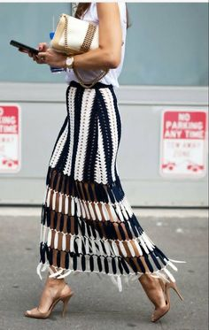 ideas for crochet skirt outfit summer street styles Crochet Skirt Outfit, Crochet Skirts, Crochet Clothes, Look Fashion, Fashion Outfits, Fashion Design, Fashion Mode, Fashion Night, 90s Fashion