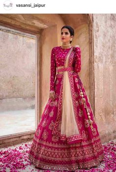 Hairstyles for the reception Desi Bride Style Indian Wedding Gowns, Indian Bridal Outfits, Indian Gowns Dresses, Indian Bridal Wear, Indian Designer Outfits, Lehenga Wedding Bridal, Bride Indian, Desi Wedding Dresses, Wedding Hijab