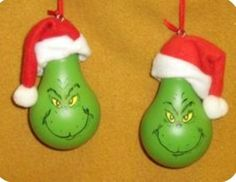 Ornament Crafts, Diy Christmas Ornaments, Christmas Projects, Holiday Crafts, Holiday Fun, Grinch Ornaments, Lightbulb Ornaments, Lightbulbs, Christmas Light Bulbs