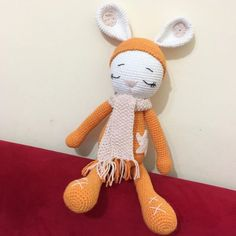 Amigurumi İle Tavşan Minty - Emekce.com Amigurumi Rabbit, Christmas Ornaments, Holiday Decor, Home Decor, Crochet Bunny Pattern, Crochet Stitches, Free Pattern, Dots, Blue Prints