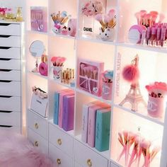 Makeup Brushes Near Me; Makeup Bag Bulk provided Makeup Brushes By G Room Design Bedroom, Girl Bedroom Designs, Room Ideas Bedroom, Teen Room Designs, Girls Room Design, Cute Room Ideas, Cute Room Decor, Kawaii Bedroom, Otaku Room