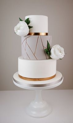 Wedding Cakes With Cupcakes, Elegant Wedding Cakes, Beautiful Wedding Cakes, Wedding Cake Designs, Beautiful Cakes, Party Cakes, Cake Topper Wedding, Elegant Cakes, White And Gold Wedding Cake