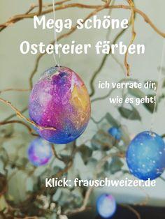 Kinderleicht zu machen- geht schnell und macht Spass! Das DIY für die Ostereier findet ihr auf meinem Blog. Das Tutorial ist wirklich nicht schwer und auch Kinder können die Eier super färben. Basteln zu Ostern - jetzt mit einem Klick! Recycling, Super, Christmas Bulbs, German, Holiday Decor, Blog, Diys, Coloring Easter Eggs, Swiss Guard