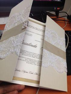 WEDDING invitations / invitaciones para boda personalizadas con encaje y broche de cristales