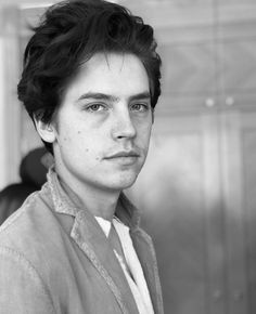 How is he so handsome? Dylan Sprouse, Sprouse Bros, Disney Channel, Haley Lu Richardson, Cole Sprouse Jughead, Zack E Cody, Riverdale Cole Sprouse, Dylan And Cole, Riverdale Cast