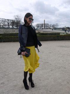 Yellow everywhere at Paris Fashion Week. Ezgi Kramer in a Chloé skirt, Marni x H jacket, Alaïa shoes & Stella McCartney bag.