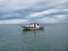 Um barquinho solitário...