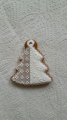 Cake Cookies, Christmas Cookies, Christmas Ornaments, Biscuit Decoration, Bolacha Cookies, Crystal Cake, Christmas Treats, Cookie Decorating, Gingerbread