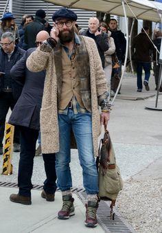 Street style Pitti Uomo 85 – Inspired by Peroni Italy – ziua 2 - Stil Masculin . Older Mens Fashion, Old Man Fashion, Look Fashion, Fashion Outfits, Mode Masculine, Cool Street Fashion, Street Style, Bohemian Style Men, Mode Man