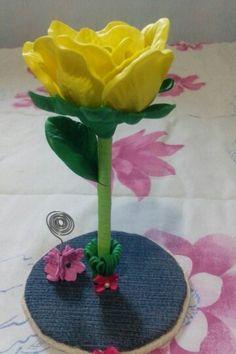 Rosa amarela ( caneta e porta recados)