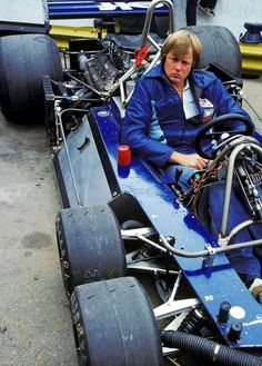 Ronnie Peterson, 1977, contemplating six wheels!