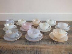 Retrouvez cet article dans ma boutique Etsy https://www.etsy.com/fr/listing/259272517/tasses-opaline-arcopal-vintage-tasses-a