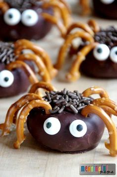 Need an inspired Halloween food idea? Spider Donuts. It's a spider food idea for a Halloween or Harvest Party.