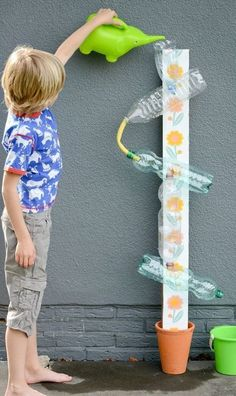 20 DIY games that will make the summer unforgettable .- 20 giochi fai da te che renderanno l'estate indimenticabile ai tuoi bimbi Waterbaan. Kids Crafts, Projects For Kids, Diy For Kids, Diy And Crafts, Kids Fun, Toddler Activities, Preschool Activities, Kids Outdoor Play, Diy Toys