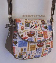 bolso de tela con motivos de costura