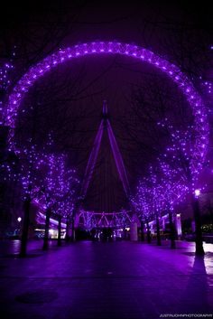 The London Eye in shades of purple! Purple Love, All Things Purple, Shades Of Purple, Deep Purple, Purple And Black, Pink Purple, Magenta, Purple Diamond, Purple Stuff