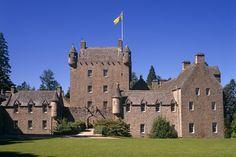 Heimat ist mehr als eine Burg: Auf Cawdor Castle in den schottischen Highlands, wo der Geist von Macbeth haust, kam die Autorin Liza Campbell zur Welt