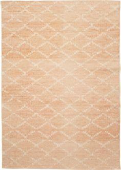 Käsinkudotussa Anno Nauha-matossa on printattu kuvio. Koko 140x200cm, kolme väriä.