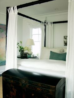 Bedroom Idea, use teal as the accent color. Provides just enough beach feel without being overwhelming.