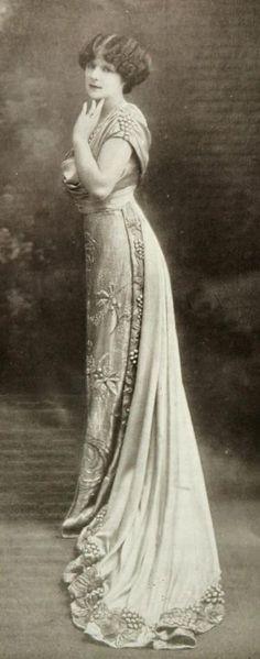 Vintage Gowns, Vintage Wear, Vintage Glamour, Vintage Ladies, Vintage Outfits, Vintage Fashion, Vintage Clothing, Victorian Women, Edwardian Era