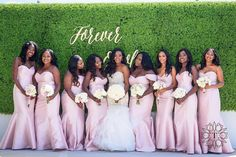 Another gorgeous bridesmaids pose! #munabridesmaids | #Repost @luxecreations  So refreshing! | We loved planning and styling this elegant wedding! #ForeverOmole  Photography by @tunji_sarumi  Signage by @shopnarwall  Makeup by @lolasbeautymark @shandyymua  Bouquet by @davinciflorist