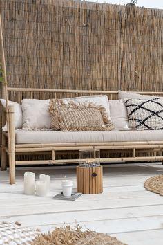 Home Decorating On The Cheap Beach Living Room, Living Room Decor, Ibiza Style Interior, Modern Bohemian Decor, Deck Furniture, Interior Garden, Stylish Home Decor, Outdoor Living, Outdoor Decor
