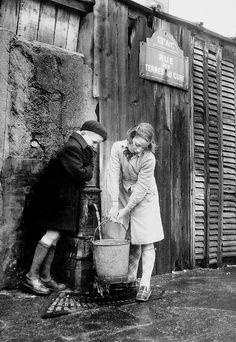 Sabine Weiss // Paris 1952……réepinglé par Maurie Daboux۰⋱‿✿╮