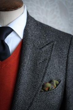 Love this but I would change the pocket square for my hubby's look.
