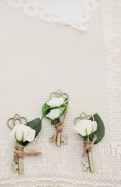 Bouquet Inspiration: Rustic boutonniere florals #keys #florals #rustic Photo by: Larissa Nicole Photography on Bridal Musings
