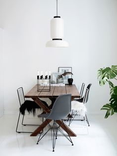 Modern Mix: Wire Chair & Wooden Table I More on viennawedekind.com
