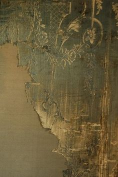 distressed silk wall panels at Warwick Castle texture textile mur vég Chinoiserie, Warwick Castle, Of Wallpaper, Wallpaper Layers, Peeling Wallpaper, Antique Wallpaper, Metallic Wallpaper, Beautiful Wallpaper, Wall Treatments