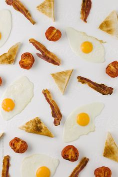 Graphic background with fried egg, bacon, tomato and toast, overhead on white by Kirsty Begg - Background, Breakfast - Stocksy United Breakfast Photography, Food Photography Styling, Food Styling, Bacon Breakfast, Best Breakfast, Breakfast Recipes, Food Wallpapers, Food Patterns, Breakfast At Tiffanys