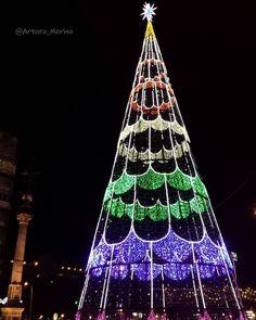 Arbolillo chulo este año en el #Obelisco de #Coruña #photo #arboldenavidad…