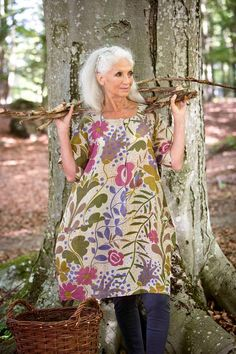 My favourite summer tunic. So easy to wear and very versatile. Style And Grace, Style Me, Gudrun, Beautiful Old Woman, Look Boho, Advanced Style, Ageless Beauty, Fashion Beauty, Womens Fashion