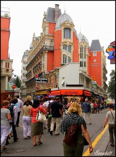 The Best Vacation Destinations In France – Travel In France Best Vacation Destinations, Best Vacations, Images Of France, Visit Bordeaux, Our Lady Of Lourdes, Fairytale Castle, Visit France, Most Visited, France Travel