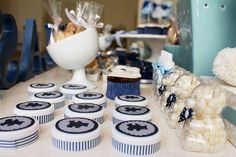 Chá de fralda azul e branco com tema de ursos | http://casamenteiras.com.br/2014/07/17/cha-de-fralda-azul-e-branco-com-tema-de-ursos/