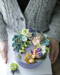 . . Heather . . #flowercake#designcake#handmade#party#birthday#wedding#buttercake#busan#gwanganri#wowowcake#class#order#carrotcake #부산플라워케이크#와우와우케이크#꽃케이크#버터플라워케이크#광안리#플라워케이크수업#예약주문#버터플라워#생일케이크#파티케이크#웨딩케이크#플라워케이크수업