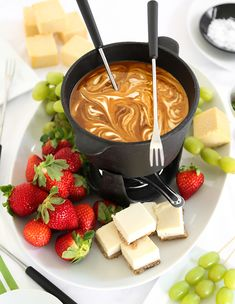 Salted caramel fondue is a great dinner party dessert because it's both delicious and entertaining. Salted caramel fondue is a great dinner party dessert because it's both delicious and entertaining. Dinner Party Desserts, Dessert Party, Köstliche Desserts, Delicious Desserts, Dessert Recipes, Yummy Food, Dinner Parties, Dinner Menu, Healthy Desserts