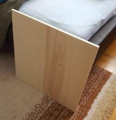 1. Die Holzplatte. Da die Muster später in das Holz gebrannt werden sollten, entschloss ich mich für ein möglichst weiches Holz, Pappel, bei der Größe von 48x48. Dabei handelt es sich um Sperrholz - der Vorteil: im Gegensatz zu Massivholz ist die Platte etwas leichter, kostengünstiger und das Wichtigste, sie verzieht sich nicht mehr! Kaufen und zuschneiden lassen sich solche Platten ganz einfach in jedem normalen Baumarkt.