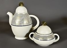 Art Deco teapot and sugar bowl – Nora Gulbrandsen for Porsgrund Porselen, Norway, a fine teacup Tea Pot Set, Coffee Set, Chocolate Pots, Art Deco Fashion, Pottery Art, Tea Time, Art Nouveau, Tea Cups, Sugar Bowl
