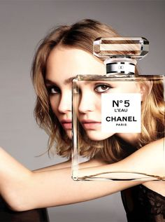 The teenager signed a deal with Chanel last year and is now the face of its new fragrance, Chanel No. Her mom, Vanessa Paradis, had a Chanel fragrance campaign in the Perfume Chanel, Chanel Beauty, Lily Rose Melody Depp, Vanessa Paradis, Chanel No 5 Leau, Lily Rose Depp Chanel, Anuncio Perfume, Perfume Adverts, Chanel No 5