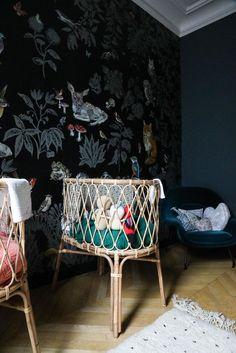Chambre filles Bébé Berceaux rotin Papier peint Nathalie Lété Marianne Fersing Appartement Paris